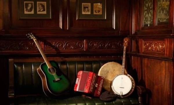 Trad session at the Poet's Corner